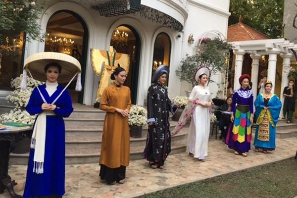"""Công nhận cơ sở đạt chuẩn phục vụ khách du lịch cho """"Không gian áo dài Việt"""""""