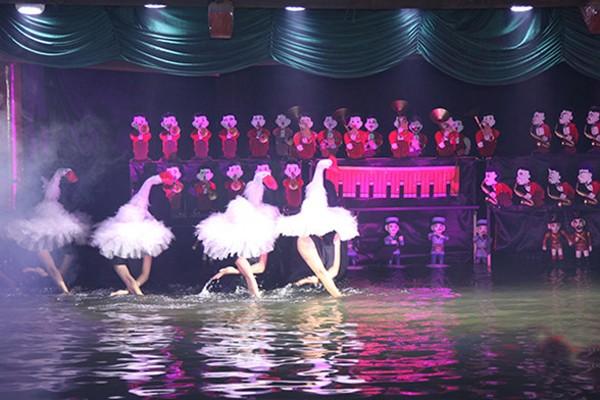Những tiết mục múa rối nghệ thuật đặc sắc, hấp dẫn được biểu diễn tại buổi lễ
