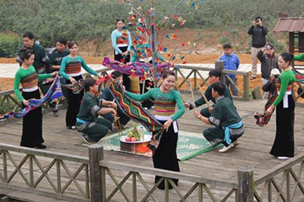 Lễ hội xên bản của người Thái tại Làng Văn hoá - Du lịch các dân tộc Việt Nam