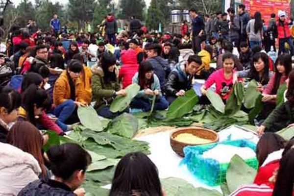"""""""Gói bánh chưng xanh cùng người nghèo ăn Tết"""" 2015 tại Làng Văn hóa - Du lịch các dân tộc Việt Nam"""