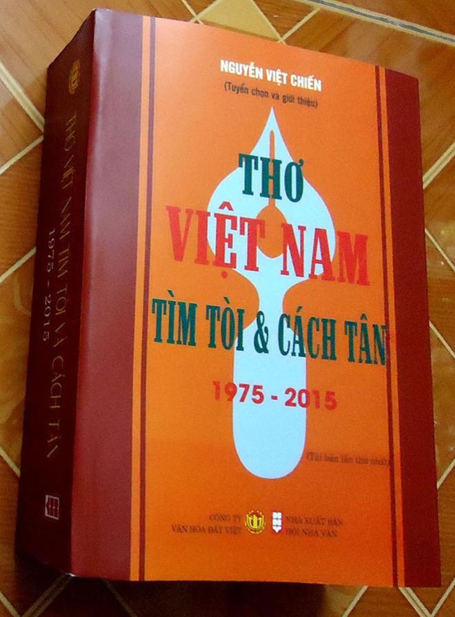 Nhà thơ Nguyễn Việt Chiến nhận Giải thưởng VHNT Thủ đô 2016