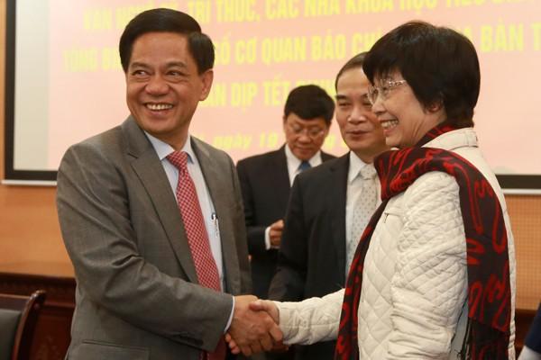 Thiếu tướng Đoàn Duy Khương, Giám đốc Công an TP.Hà Nội và nhà biên kịch Nguyễn Thị Hồng Ngát