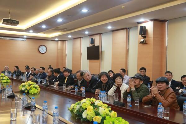 Buổi gặp mặt có sự tham dự của nhiều văn nghệ sỹ trí thức, các nhà khoa học nổi tiếng của Thủ đô