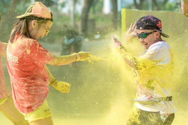 Lễ hội sắc màu lớn nhất trong năm đến với giới trẻ Thủ đô