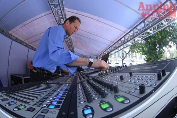 Chuyên gia về âm thanh của Anh Quốc đã có mặt tại Hà Nội cách đây 3 ngày
