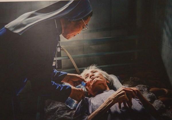 """Tác phẩm """"Từ tâm"""" của Bùi Viết Đồng đoạt HCV VAPA chủ đề """"Cuộc sống đời thường"""""""