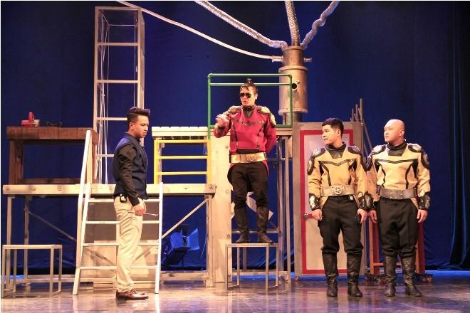 Đạo diễn Sỹ Tiến sử dụng hình ảnh của trí tuệ nhân tạo, dựng kịch Lưu Quang Vũ