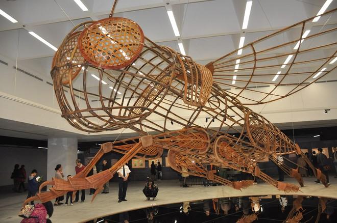 Mô hình dế mèn khổng lồ tại triển lãm
