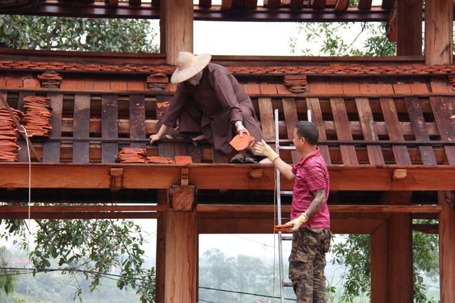 Hạ giải công trình xây dựng cổng tam quan trái phép tại chùa Bổ Đà, Bắc Giang