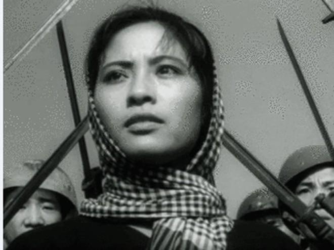 """Truy điệu NSND Huy Thành, đạo diễn bộ phim """"Nổi gió"""" tại Việt Nam ảnh 2"""