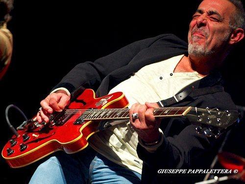 Tay guitar huyền thoại Padovani biểu diễn tại Hà Nội