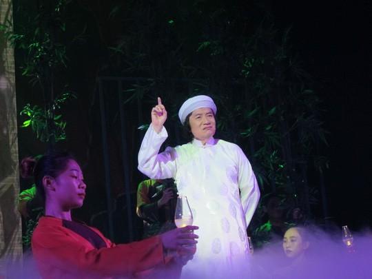 NSƯT Minh Vương trong vai cụ Nguyễn Sinh Sắc