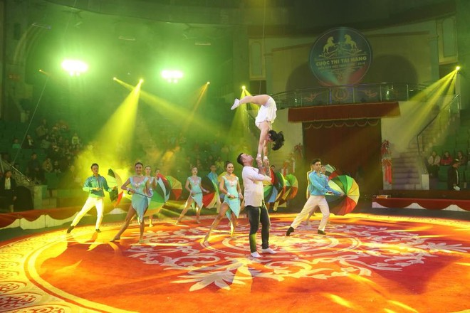 Lễ bế mạc diễn ra với chương trình nghệ thuật ca múa nhạc kết hợp với xiếc.