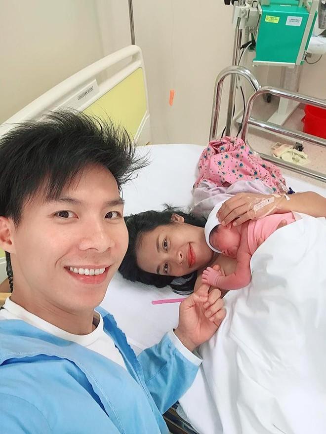 Quốc Nghiệp hạnh phúc đón con gái chào đời