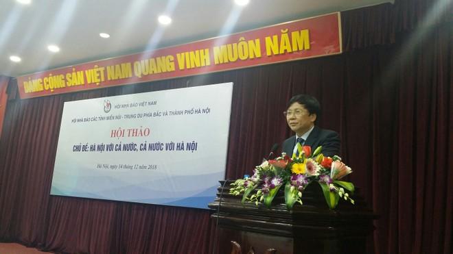 Nhà báo Hồ Quang Lợi, Phó Chủ tịch Thường trực Hội Nhà báo Việt Nam phát biểu tại hội thảo