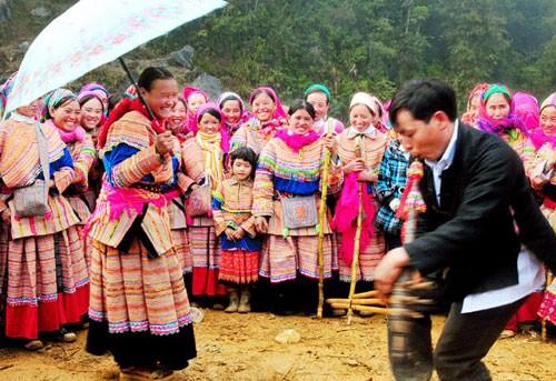 Tết của người Mông chuyển sang ăn Tết nguyên đán như cả nước: Cục Văn hóa cơ sở yêu cầu làm rõ