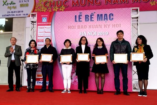 """Các tác giả nhận giải thưởng """"Bài báo hay viết về Hà Nội"""""""