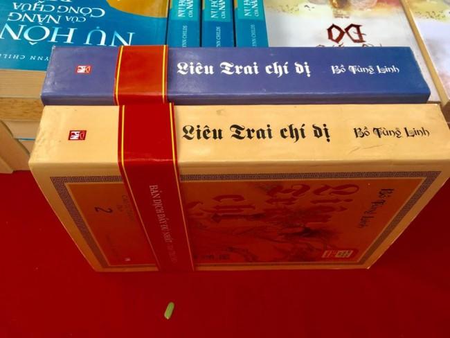 """Bộ sách """"Liêu Trai chí dị"""" của Bồ Tùng Linh được bán giá giá 50.000 đồng"""