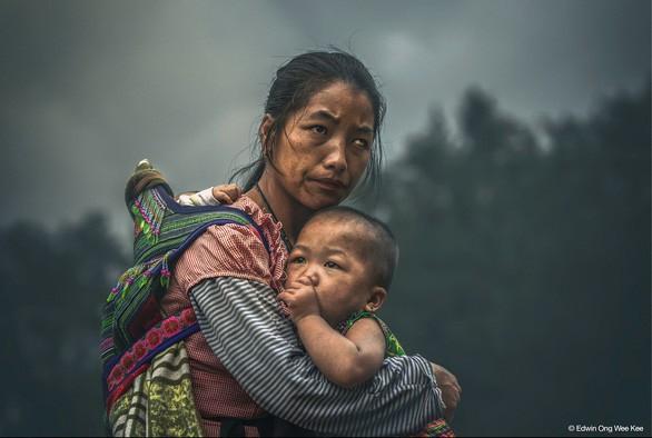 """Bức ảnh """"Niềm hy vọng của mẹ"""" của tay máy người Malaysia đã đoạt giải Nhất Giải thưởng nhiếp ảnh HIPA trị giá gần 3 tỷ đồng."""