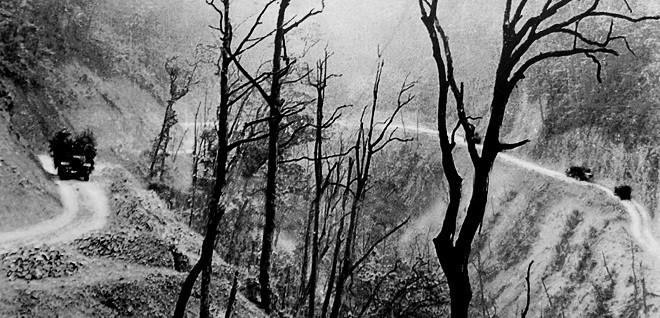 Đường Trường Sơn những ngày tháng phải hứng chịu mưa bom bão đạn