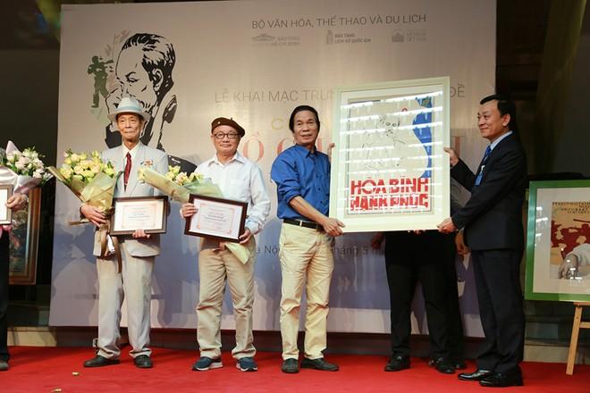 Bảo tàng Hồ Chí Minh tiếp nhận nhiều bức tranh của các họa sĩ Trần Từ Thành, Đỗ Mạnh Cương, Nguyễn Trọng Hiệp, Lê Nhường… trao tặng