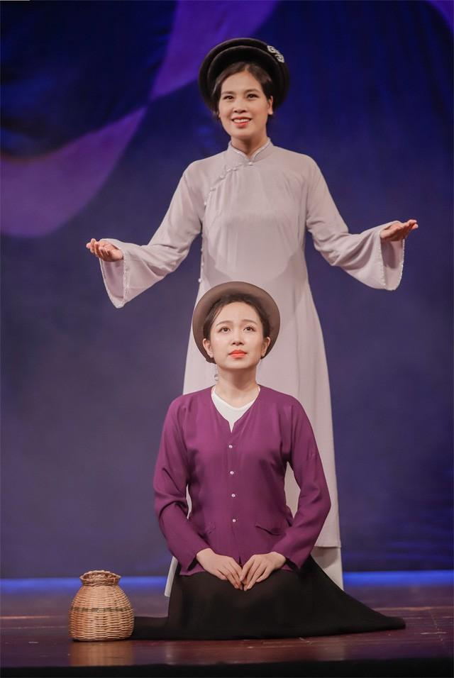 Mẹ Tấm xuất hiện trong vở kịch để thay thế cho nhân vật ông Bụt