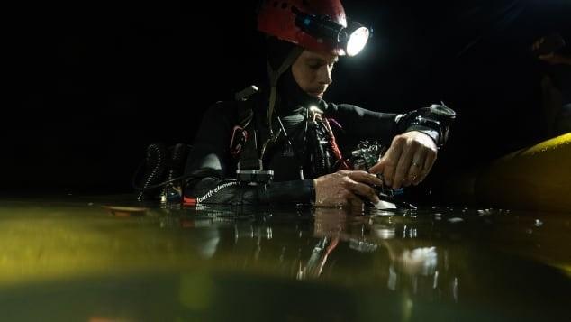 1 trong 3 thợ lặn chuyên nghiệp người Anh vừa mới thực hiện chuyến lặn sông ngầm ở Sơn Đoòng vào tháng 4/2019