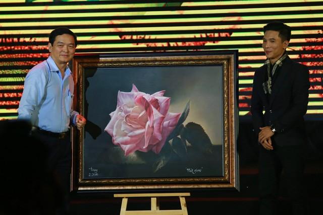 """Bức tranh """"Thời gian"""" của Trung Đinh được đấu giá thành công với 170 triệu đồng"""