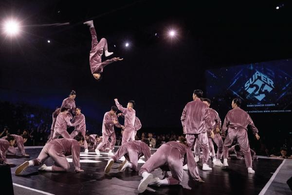Màn trình diễn của nhóm nhảy Lyrisict
