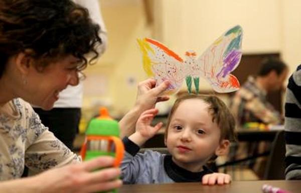 """Triển lãm """"Hóa thành bươm bướm"""", workshop, tại một trường học đặc biệt ở New York, năm 2014"""