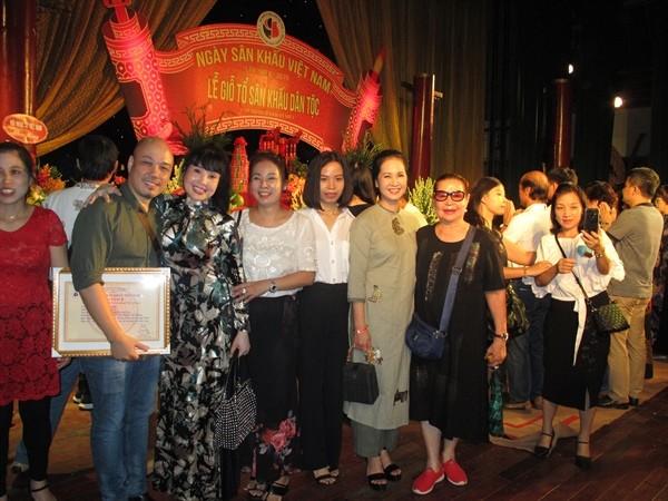 Niềm vui của các nghệ sỹ sân khấu phía Bắc với những giải thưởng được trao tại buổi lễ