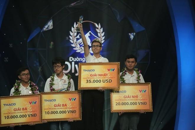 Chàng trai xứ Nghệ nhận được giải thưởng trị giá 35.000 USD