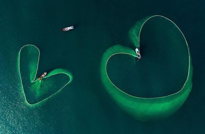 """Tác phẩm """"Trái tim trên biển cả"""" của Nguyễn Phan Xuân"""