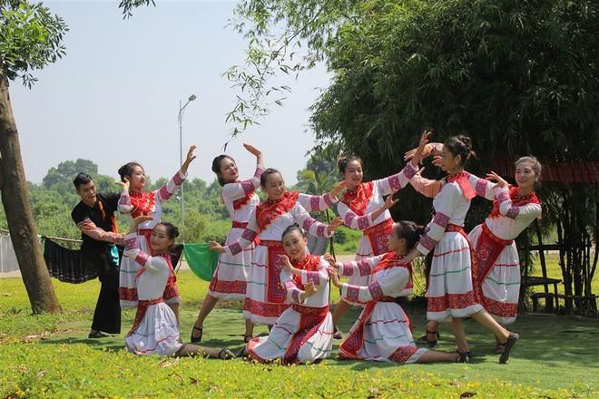 """Tháng 10 đón """"Mùa về qua những sắc hoa"""" tại Làng Văn hóa - Du lịch các dân tộc Việt Nam"""