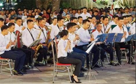 Buổi biểu diễn là một hoạt động kỷ niệm 65 năm ngày Giải phóng Thủ đô