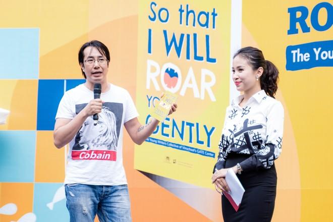 Nhà báo Trương Anh Ngọc phát biểu cảm tưởng về cuốn sách tại buổi lễ ra mắt