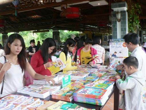 Nhiều chương trình khuyến mãi được áp dụng tại Tuần sách chào mừng ngày Phụ nữ Việt Nam