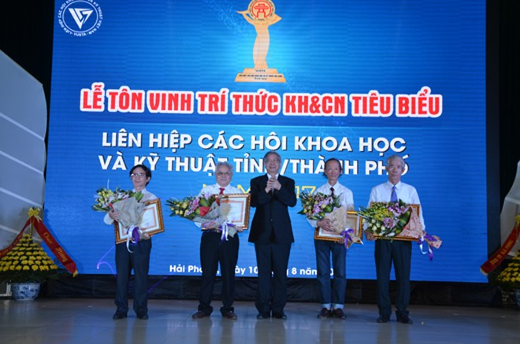 Lễ vinh danh 112 tri thức nhằm ghi nhận và tôn vinh những cống hiến của các nhà khoa học thuộc Liên hiệp các Hội Khoa học Kỹ thuật Việt Nam