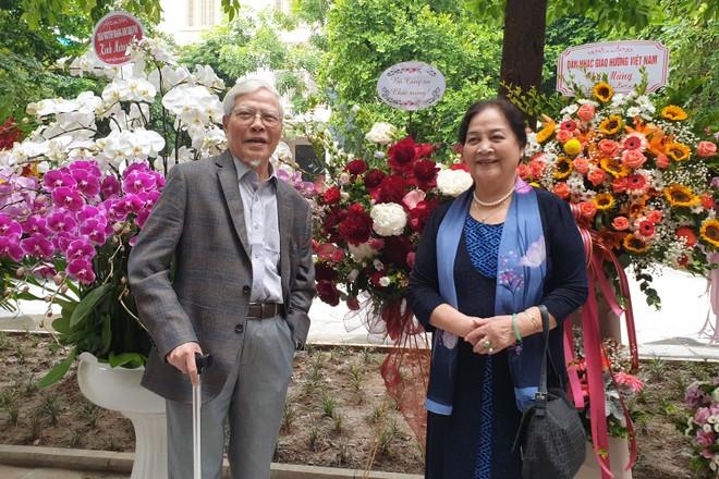 Họa sĩ Ngô Mạnh Lân và vợ-NSND Ngọc Lan