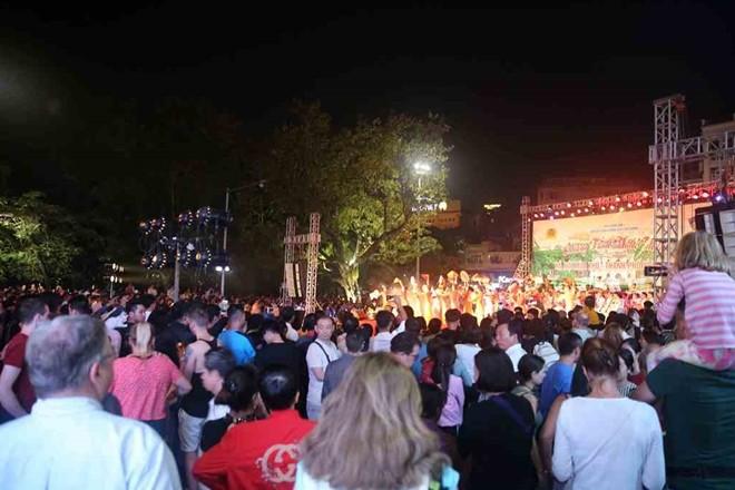 Đêm diễn chật kín khán giả của Đoàn Nghi lễ CAND
