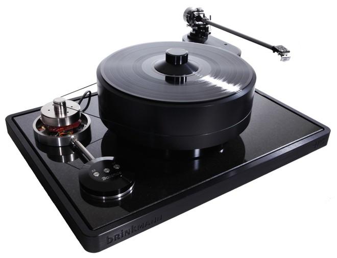 Là sản phẩm đầu bảng của Brinkmann Audio (1 tỷ đồng), Balance mang vẻ ngoài đơn giản nhưng lại đáp ứng được cả ba yếu tố về thẩm mỹ, chất lượng lắp ráp và âm thanh trung thực.