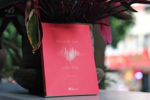 """Cuốn sách """"Khi trái tim còn đập"""""""