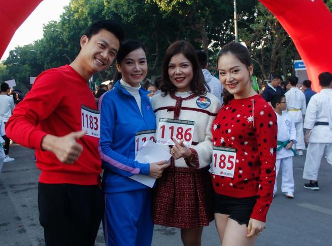 Diễn viên Lan Phương (ngoài cùng bên phải) đồng hành cùng chương trình trong nhiều hoạt động