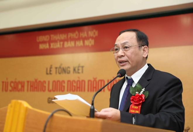 Ông Lê Tiến Dũng, Tổng Giám đốc, Tổng Biên tập Nhà xuất bản Hà Nội phát biểu tại buổi lễ