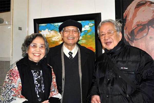 Vợ chồng nhạc sĩ Doãn Nho và nhạc sĩ Nguyễn Đức Toàn (ngoài cùng bên trái)