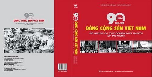 """Ra mắt cuốn sách ảnh """"90 năm Đảng Cộng sản Việt Nam (1930-2020)"""""""