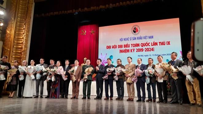 Ban Chấp hành khóa IX Hội Nghệ sĩ Sân khấu Việt Nam gồm 21 thành viên ra mắt đại hội