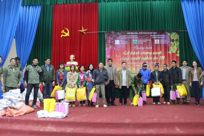 BTC trao quà cho bà con dịp Tết tại Huyện Võ Nhai, Thái Nguyên năm 2019.
