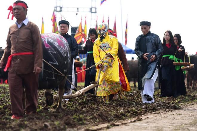 Tái hiện hình ảnh vua Lê Đại Hành xuống đồng trong lễ hội Tịch điện Đọi Sơn 2020