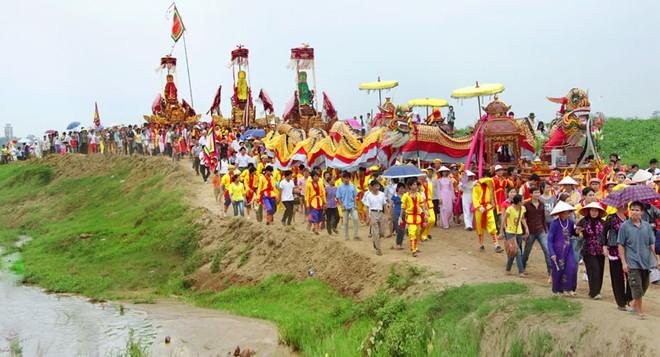 Nhờ thực hiện hương ước, quy ước, người dân xã Tự Nhiên (huyện Thường Tín) đã phát huy tốt giá trị văn hóa trong lễ hội truyền thống Chử Đồng Tử.